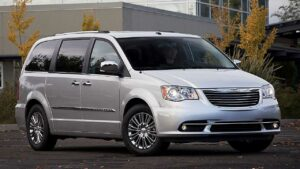 Chrysler-Town-Country-2011-badge-logo