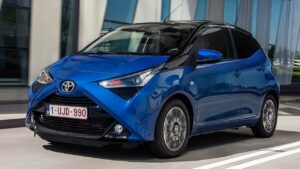 Toyota-Aygo-2020-seatbelt-seam